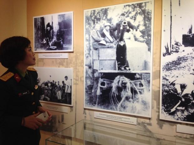 """""""1946年冬季英雄之歌""""资料图片展在河内举行 hinh anh 1"""