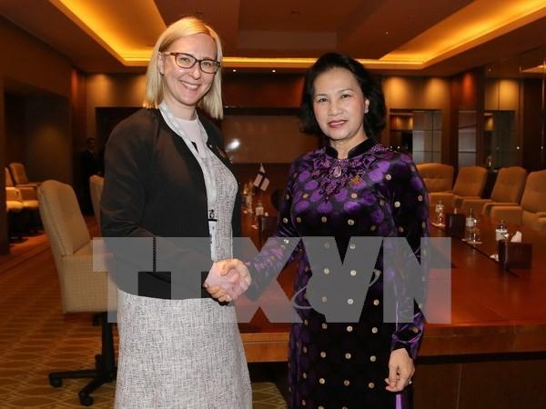 阮氏金银主席会见芬兰议会议长玛丽亚·洛赫拉 分享促进性别平等经验 hinh anh 1