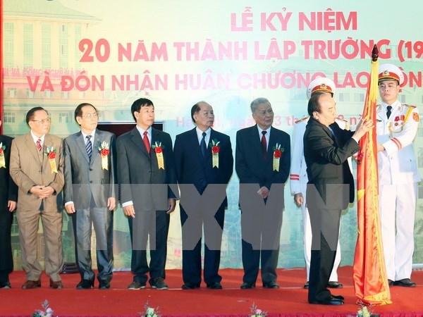 越南政府总理阮春福出席河内经营与技术大学成立20周年纪念典礼 hinh anh 1