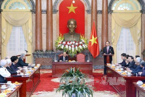 陈大光主席会见越南援柬专家联络委员会代表 hinh anh 1