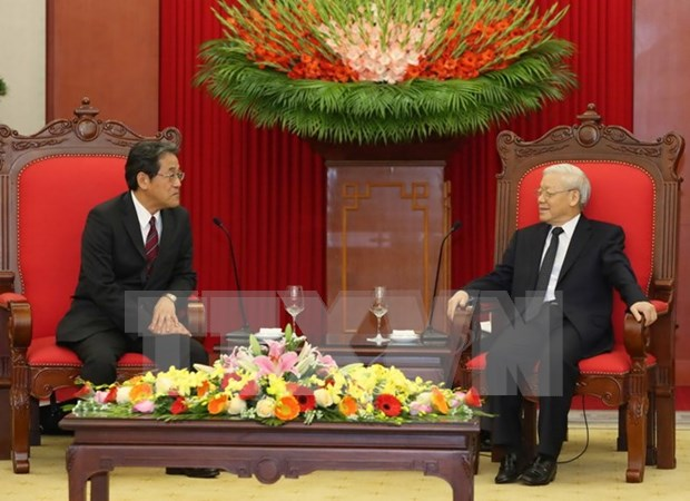 越共中央总书记阮富仲会见日本驻越大使梅田邦夫 hinh anh 1