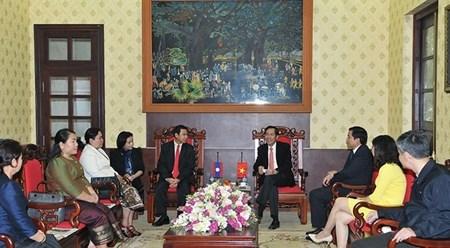 越南《人民报》社与老挝《人民报》社加强合作 hinh anh 1