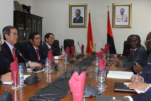 越共中央经济部部长阮文平对安哥拉进行工作访问 hinh anh 1