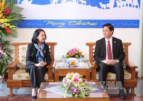 越共中央民运部部长张氏梅同志圣诞节前开展走访慰问活动 hinh anh 1
