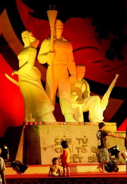 越南纷纷举行全国抗战日70周年纪念活动 hinh anh 1