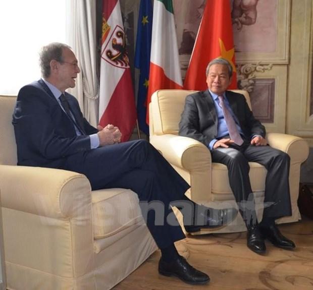 意大利特伦托自治省希望与越南富寿省加强合作关系 hinh anh 1