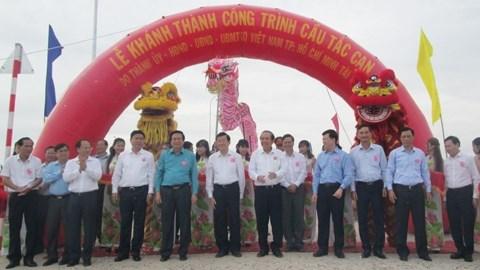 越南政府常务副总理张和平出席则件桥落成仪式 hinh anh 1