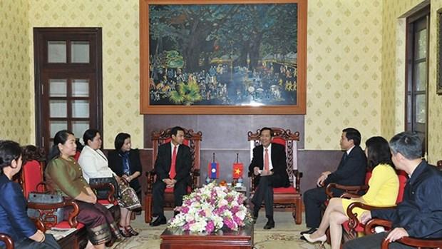 老挝《人民报》社代表团对越南进行工作访问 hinh anh 1