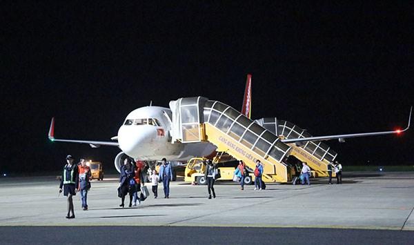 载运首批中国游客的航班从中国武汉直达越南大叻市 hinh anh 1