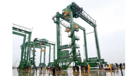 越南斗山重工业有限公司向沙特出口8台越南产的RTGC起重机 hinh anh 1
