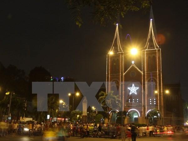 政府副总理张和平向胡志明市天主教教徒致以圣诞祝福 hinh anh 1