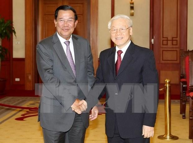 越共中央总书记阮富仲会见柬埔寨首相洪森 hinh anh 1