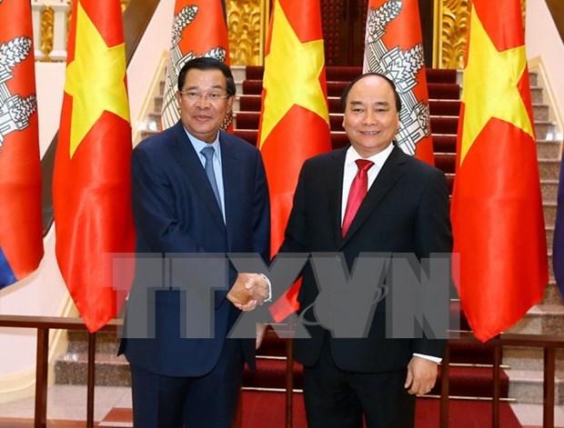 越南政府总理阮春福与柬埔寨首相洪森举行会谈 hinh anh 1