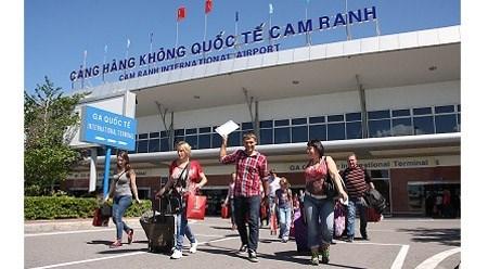 赴庆和省的外国游客人数首次突破100万人次 hinh anh 1