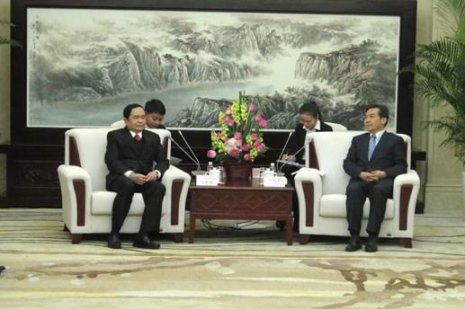 越南祖国阵线中央委员会副主席兼秘书长陈青敏访问中国重庆市 hinh anh 1