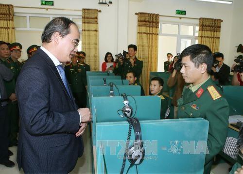 阮善仁同志访问河内市特工军官学校 hinh anh 1