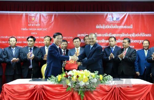 越共中央宣教部高级代表团对老挝进行工作访问 hinh anh 1