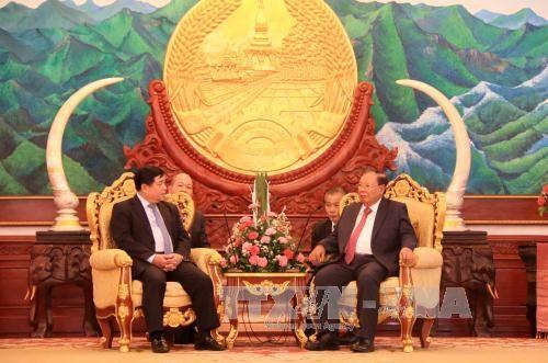 老挝人民革命党中央总书记、国家主席会见越南计划投资部代表团 hinh anh 1