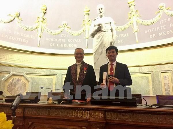 越南首位教授荣获法国国家医学科学院院士称号 hinh anh 1