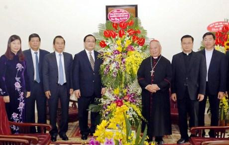 越南全国各地领导人圣诞节前开展看望慰问活动 hinh anh 1