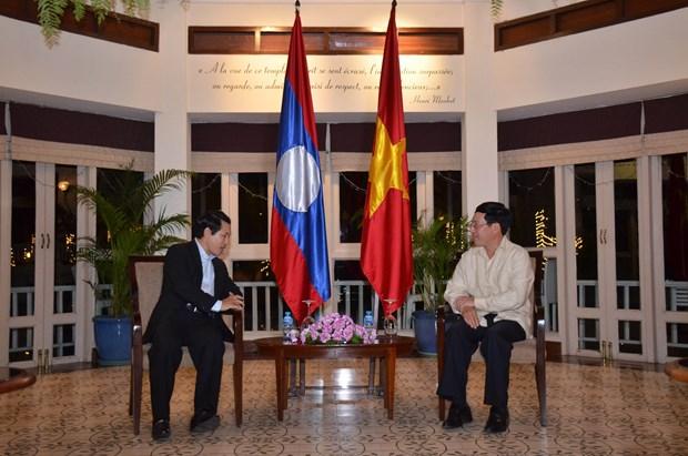 越南政府副总理兼外长范平明会见中国外长王毅和老挝外长沙伦塞 hinh anh 4