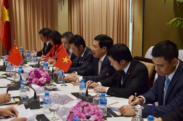越南政府副总理兼外长范平明会见中国外长王毅和老挝外长沙伦塞 hinh anh 3
