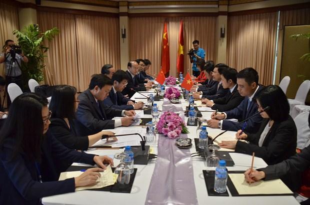 越南政府副总理兼外长范平明会见中国外长王毅和老挝外长沙伦塞 hinh anh 2