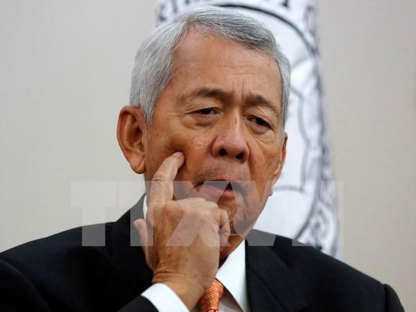 菲律宾外长亚赛:将通过外交和法律手段解决东海问题 hinh anh 1
