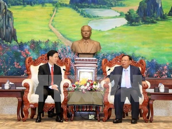 老挝人民革命党中央总书记、国家主席本扬·沃拉吉会见越共中央宣教部部长武文赏 hinh anh 1