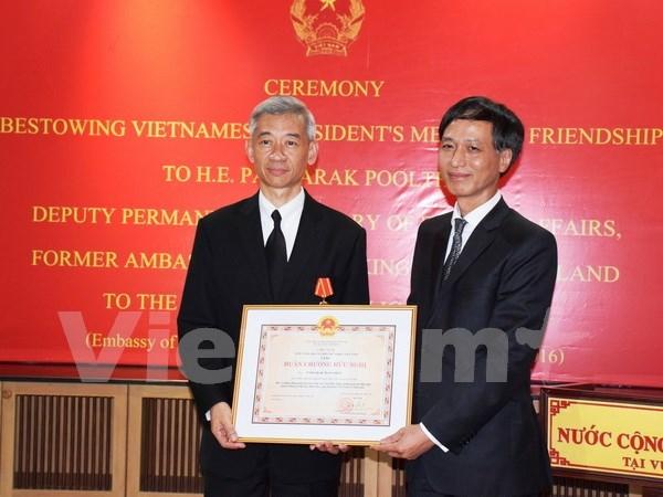 前泰国驻越大使荣获越南友谊勋章 hinh anh 1