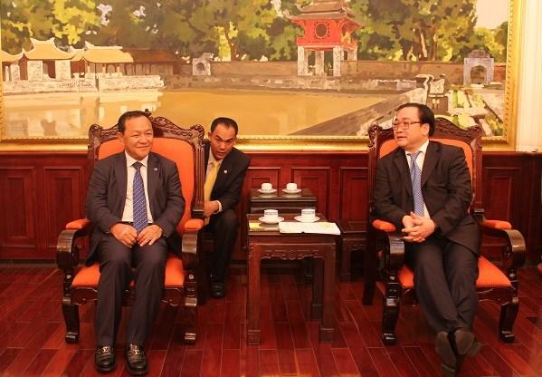 河内市委书记黄忠海会见柬埔寨金边市长巴速杰旺 hinh anh 1