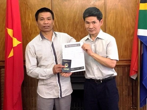 越南一公民被台湾渔船抛弃在南非 越南驻南非大使馆提供帮助 hinh anh 1