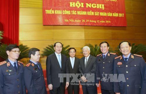 越南国家主席陈大光出席2017年人民检察部门工作任务部署会议 hinh anh 1