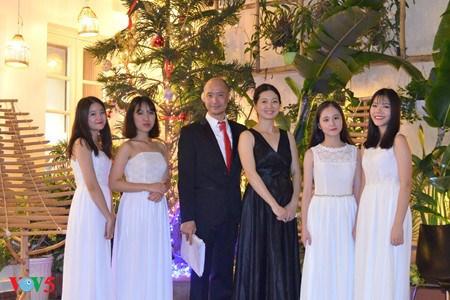 越南目前唯一演奏交响乐的竹乐团《新活力》 hinh anh 2