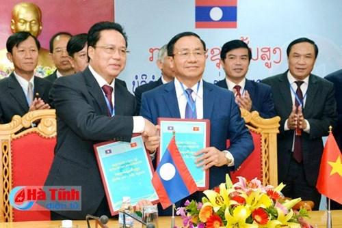 越南河静省与老挝博利坎赛省加强合作 hinh anh 1