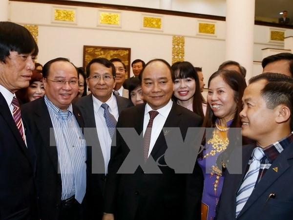 越南政府阮春福会见越南消费商品发展协会代表团 hinh anh 1
