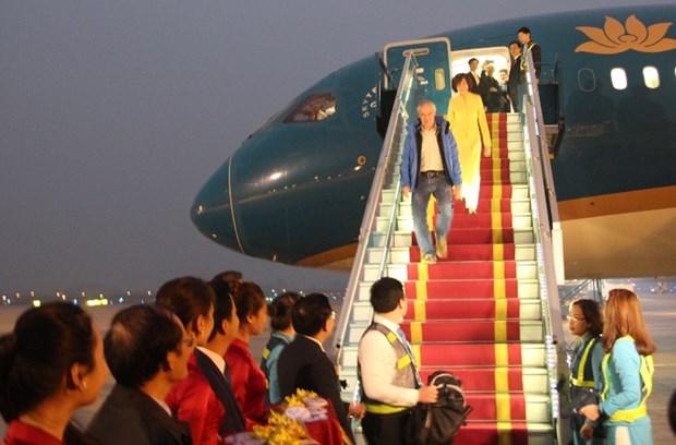 河内市迎接2017年首位国际游客 hinh anh 1