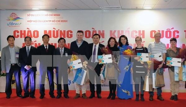 胡志明市接待2017年首批国际游客 hinh anh 1