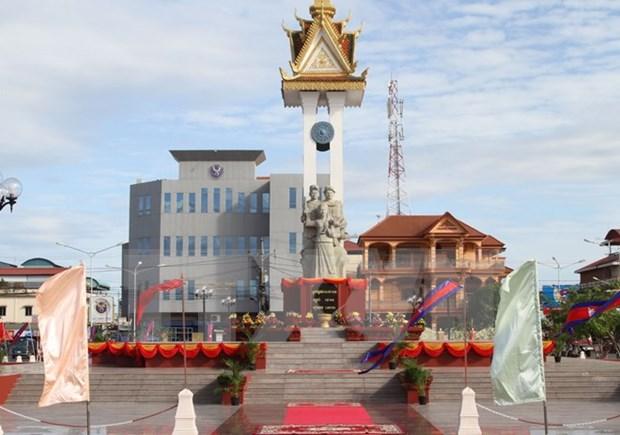 越柬友谊纪念碑修缮工程项目竣工仪式在柬埔寨磅同省举行 hinh anh 1