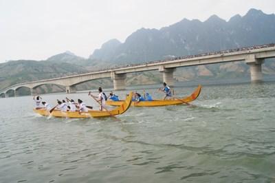 恢复芒勒市镇赛船节保护民族文化价值 hinh anh 1