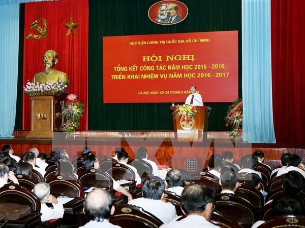 越共中央组织部部长范明正出席提升高级政治理论培训质量会议 hinh anh 1