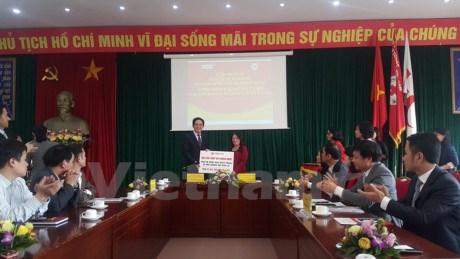 中国红十字会继续向越南灾民提供10万美元救灾援助 hinh anh 1