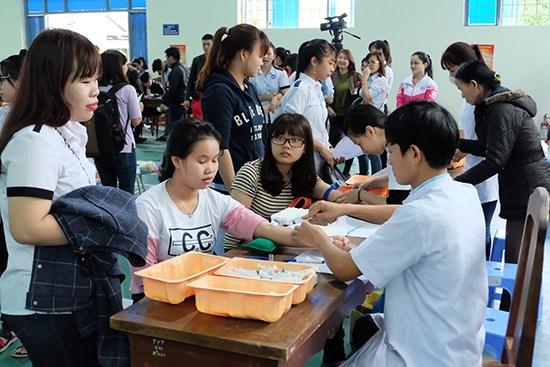 2017年春天献血节活动在广南省举行 hinh anh 1