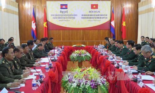 越南国防部长吴春历与柬埔寨国防大臣迪拜举行会谈 hinh anh 2