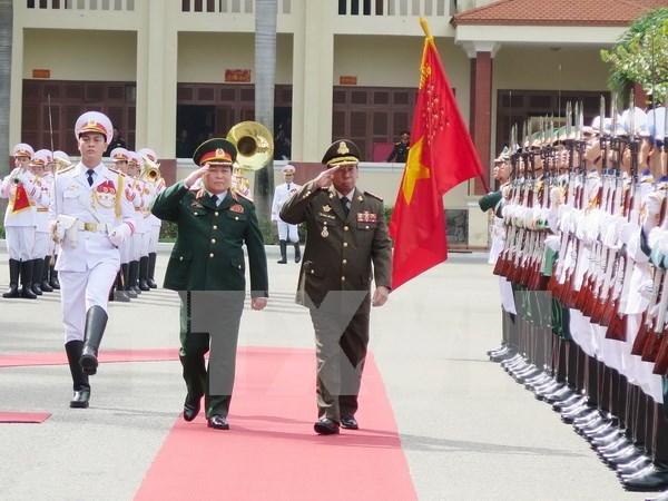 越南国防部长吴春历与柬埔寨国防大臣迪拜举行会谈 hinh anh 1