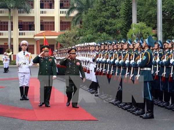 老挝高级军事代表团对越南进行正式访问 hinh anh 1
