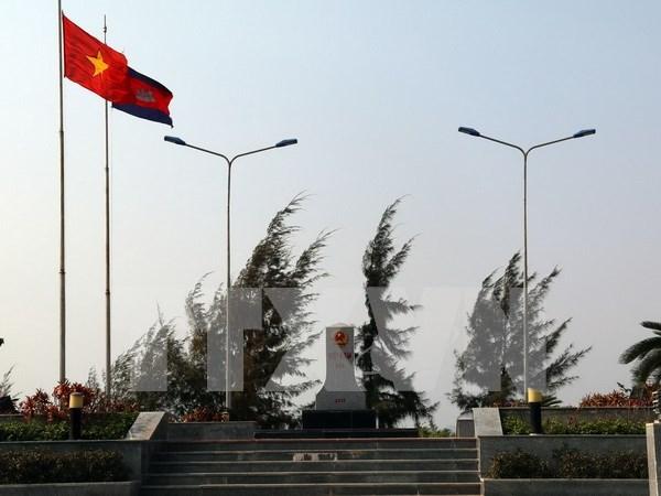 越柬边境地区人民携手维护边界线 hinh anh 1