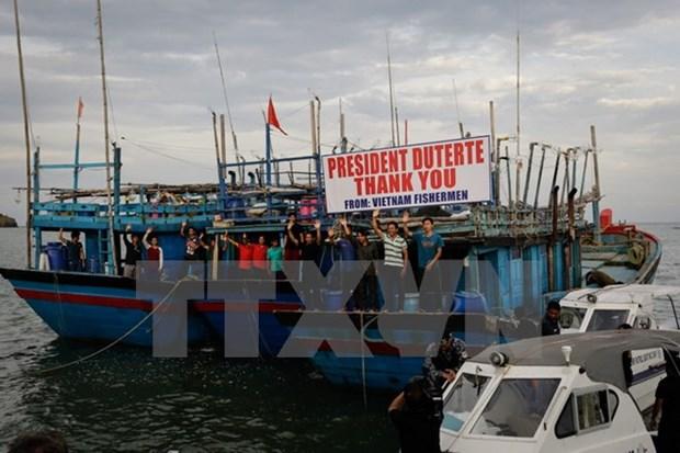 菲律宾一渔船遭袭致8人遇难 hinh anh 1