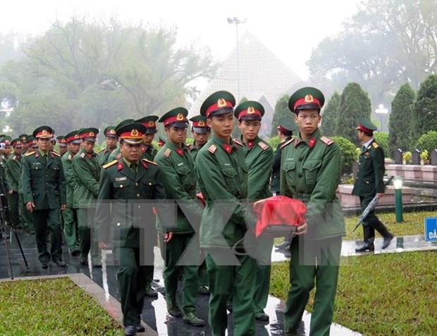 奠边省为在老挝牺牲的越南志愿军遗骨举行追悼会 hinh anh 1