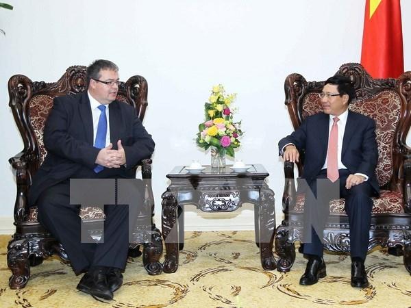 越南政府副总理兼外交部长范平明会见匈牙利外交与对外经济部部长 hinh anh 1